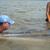 O desafio de cuidar de uma baleia em um rio da Amazônia.